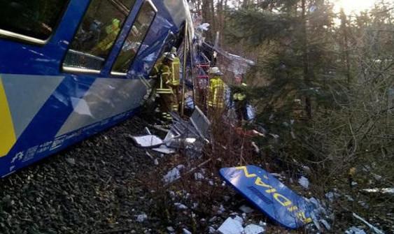 4 Orang Tewas, 150 Orang Terluka Dalam Insiden Tabrakan Kereta di Jerman