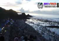 Dengan Gembira Ribuan Warga Berburu Cacing Laut di Festival Bau Nyale