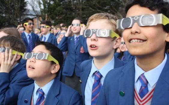 Syarat Kacamata yang Aman untuk Melihat Gerhana Matahari