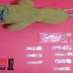gantungan boneka berisi sabu