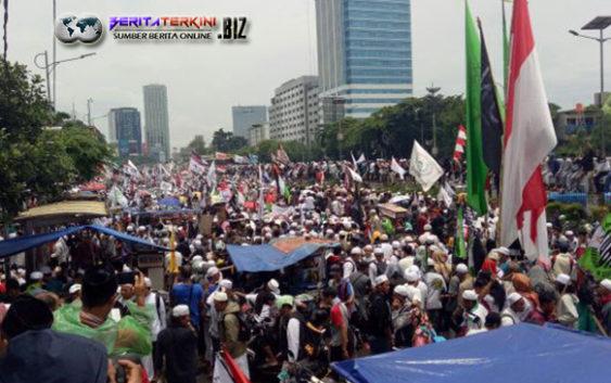 Penyambutan Raja Salman Dilakukan Oleh Massa GNPF MUI Disepanjang Halim Serta Bogor