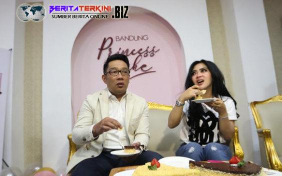 Ketika Penyanyi Terkenal Syahrini Mengajak Ridwan Kamil Untuk Melihat-Lihat Toko Kue Miliknya
