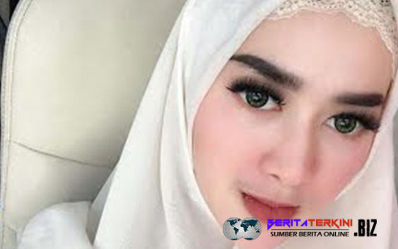 Tiara Dewi resmi bercerai dengan artis peran Lucky Hakim, Tiara Dewi bersyukur dan merasa tenang.