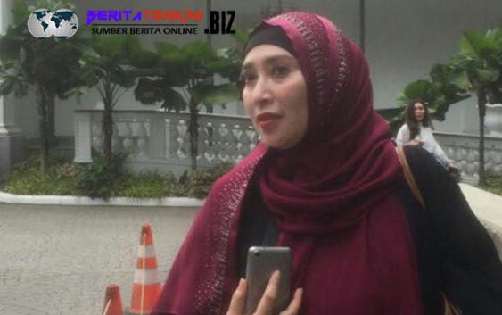 Firza Husein Tersangka Chat Mesra Dengan Riqieq Tiba-Tiba Temui Anies Di Balai Kota